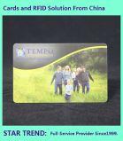 O cartão de identificação do aluno feitas com tarja magnética de plástico