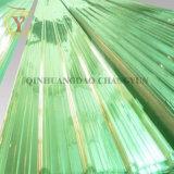 波形のファイバーガラスの屋根ふきはFRPのパネルにパネルをはめる