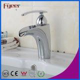 Taraud de mélangeur simple découvert par salle de bains de Hot&Cold de robinet de bassin de chrome de traitement d'écoulement d'eau grand de mode de Fyeer