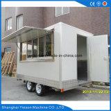 Caravana do fast food com equipamento da cozinha
