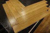 Suelo Herringbone del roble de madera sólida