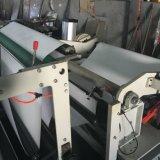 Kopierpapier-Kreuz-Ausschnitt der Größen-A4 und aufschlitzende Maschine