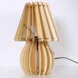 Lâmpada de mesa de madeira decorada em forma de vaso decorativo