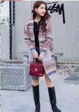 最新の方法は女性のニットのセーターのカーディガンを縞で飾った