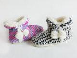 Carregadores Home internos mornos agradáveis do Knit da neve das senhoras para o inverno