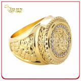 De aangepaste Ring van het Metaal van het Ontwerp Goud Geplateerde met Bling