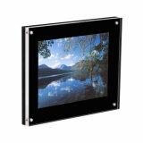Molduras fotográficas magnético de acrílico com um acabamento brilhante preto painel traseiro e um painel frontal em acrílico transparente.