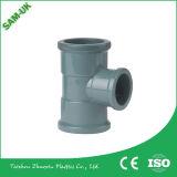 PVC que reduz os soquetes dobro do acoplamento, encaixes de tubulação do PVC, encaixes de tubulações sanitárias do PVC