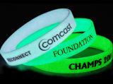 Bracelets en caoutchouc de silicones de lueur d'impression de sport d'OEM d'usine