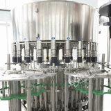 Une ligne complète de haute qualité d'eau potable et l'étiquetage Remplissage de bouteilles plafonnement de la machine