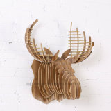 훈장 사슴 맨 위에게 걸이 나무로 되는 기술에 의하여 창조적인 DIY 집으로 돌아온다