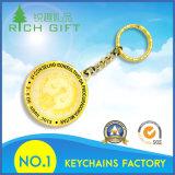 Metal modificado para requisitos particulares Keychain con el Keyring del material de cobre amarillo y de cuatro conexiones