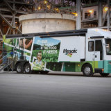 商業トラックおよび車の覆いのグラフィック・デザインのビニールの覆いは印刷した