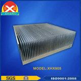 Kundenspezifischer Aluminiumprofil-Kühlkörper mit der CNC maschinellen Bearbeitung