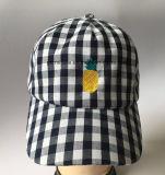 бейсбольная кепка 100%Cotton в ткани проверки с Emb и пряжка металла на задней части (LY062)