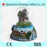Globo turistico dell'acqua dei regali del globo svizzero della neve del ricordo della resina