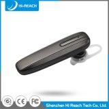 O telefone móvel ostenta auriculares sem fio estereofónicos de Bluetooth mini