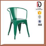 普及した様式の骨董品のレストランの屋外の金属の椅子