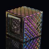ダイヤモンドによって浮彫りにされるパターンが付いている正方形の蝋燭ホールダー