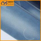 Jeans e denim tessuto camicetta nello stile di lavoro a maglia