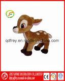 Los niños de los animales de peluche juguete de ciervos