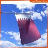 Stampa nazionale della bandierina della mano del Qatar del poliestere all'ingrosso poco costoso per la promozione