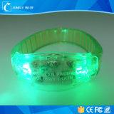 Bracelet de clignotement de silicium d'éclairage LED de couleurs télécommandées de RVB