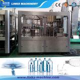 De kleine Plastic Bottelmachine van het Water