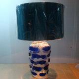 Sólida base de vidrio transparente Lámpara de mesa para proyecto hotelero