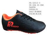 Zwei Farben zwei Größen-Fußball-Schuhe