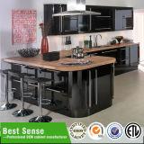 Черная мебель кухни лака картины