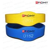 Wristbands espertos enchidos cor do silicone RFID para festivais