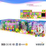 De kleurrijke Spelen van de Speelplaats van Kinderen Binnen Zachte voor Jonge geitjes