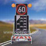 도로 옆 디지털 게시판 트럭에 의하여 거치되는 접히는 소통량 메시지 차 LED 표시 전시