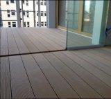 Composé en plastique réutilisé du traitement extérieur WPC/Wood de cannelure