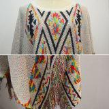 女性の方法フリンジの三角形によって模造される衣服