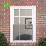 Одной белой рамкой серого стекла скользящего окна из ПВХ