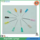 Wegwerfplastikspritze mit Nadel