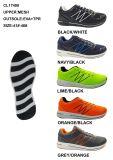 Sports exécutant des chaussures d'espadrille avec la semelle de coussin