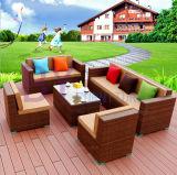 Im Freienhotel-Landhaus-Balkon-Garten-Kombination des Rattan-Sofas