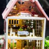 Mini modelo de la casa de muñeca del castillo con la bola de cristal