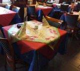 Tampa não tecida da mesa de centro do Polypropylene descartável colorido da cópia
