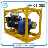 Uno mismo que prepara la bomba de aguas residuales centrífuga con los conjuntos del motor diesel