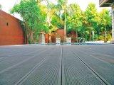 Le décor WPC populaire le pontage de plastique résistant à un plancher de bois avec l'humidité