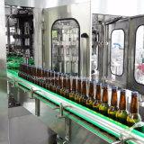 Automatische gekohlte Bierflasche-füllende und mit einer Kappe bedeckende Maschine