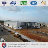 Montaggio chiaro del magazzino della struttura d'acciaio