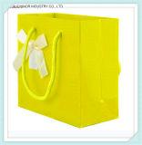 Hoja de oro a todo color de encargo de la impresión que estampa el bolso duro Twisted del regalo del papel de la maneta