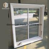 Белые деревянные кривошип открытое окно, деревянные рамы окна