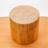 Choc de crème de forme ronde avec l'interpréteur de commandes interactif en bambou