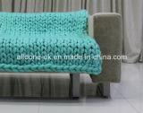 땅딸막한 큰 두꺼운 손 니트 총괄적인 뜨개질을 하는 작은 융단 양탄자